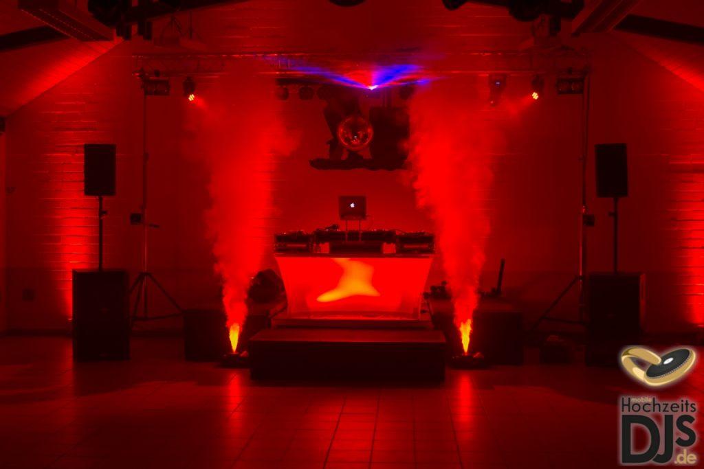 beleuchteter DJ-Tisch