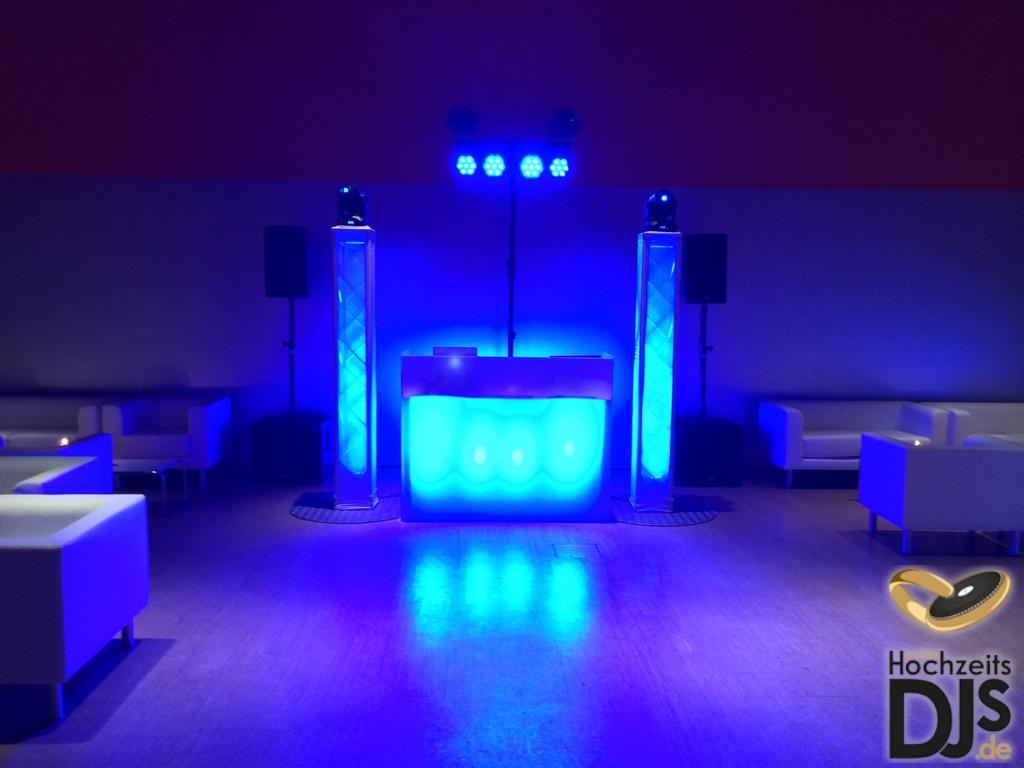 DJ-Tisch mit White-Wedding-Paket