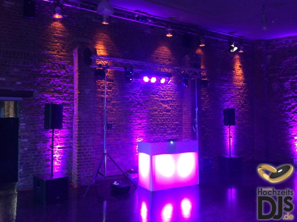 Aufbau DJ Paket Superior mit DJ-Tisch