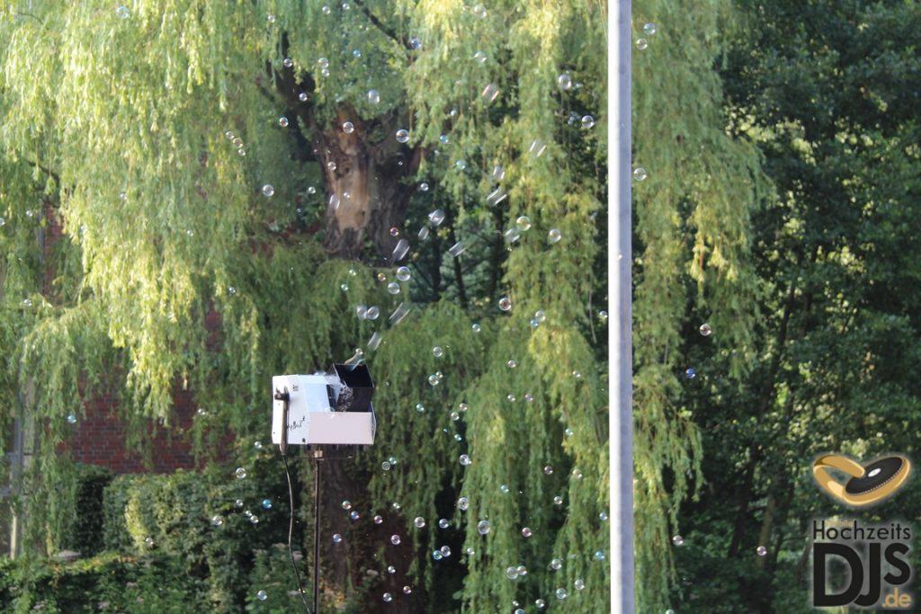 Seifenblasenmaschine im Freien