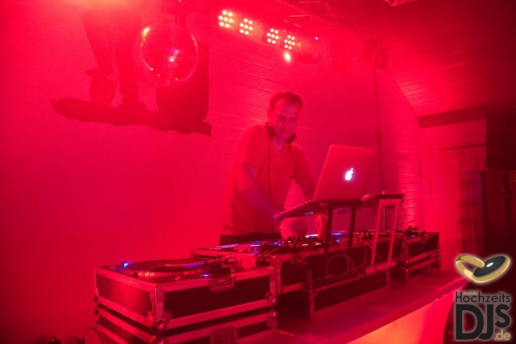 Hochzeits DJ mit Turntables