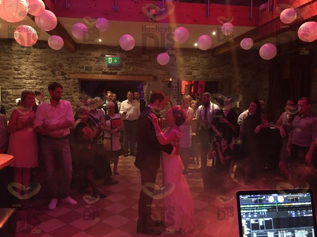 Eröffnung der Tanzfläche im Landhaus Grum
