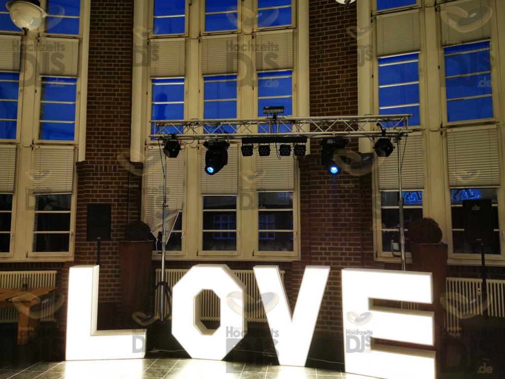 LOVE Buchstaben in der Alten Lohnhalle Bochum