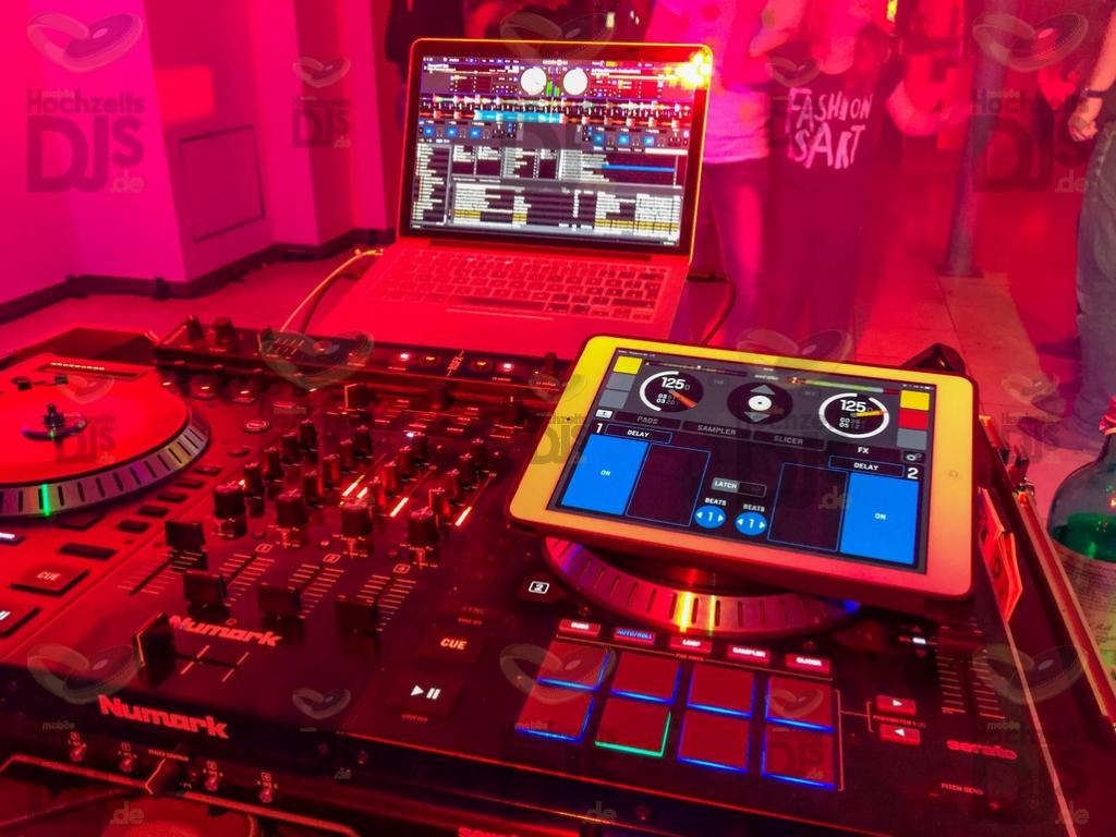 DJ Controller in der Galopprennbahn Köln (Hippodrom)