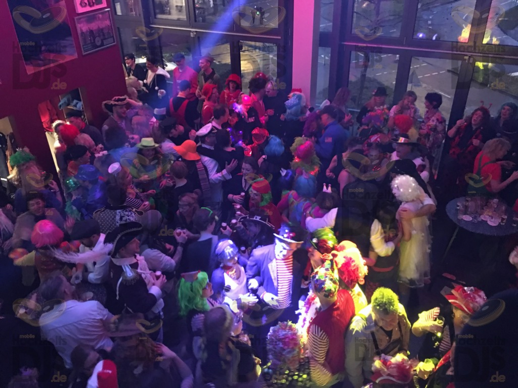 Karnevalsparty im Höhnerstall
