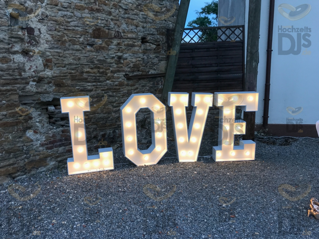 LOVE Buchstaben im Schloss Steinhausen Witten