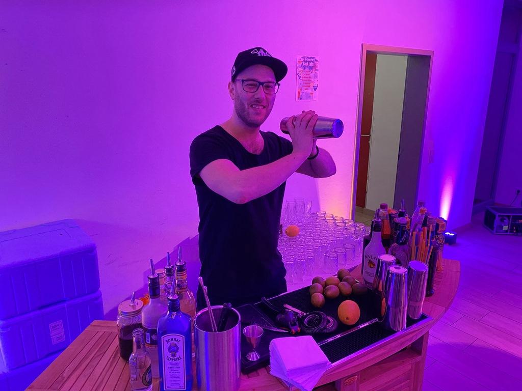 Barkeeper am Sandhofsee Neuss