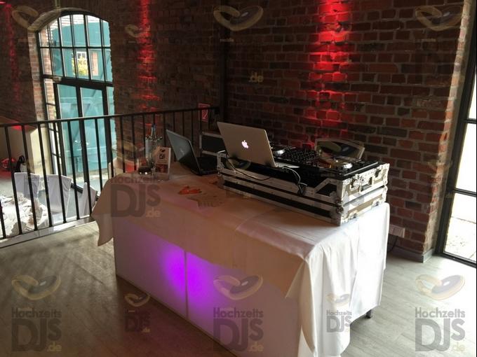 DJ-Tisch im Bullenstall des Klosterhofs Knechtsteden