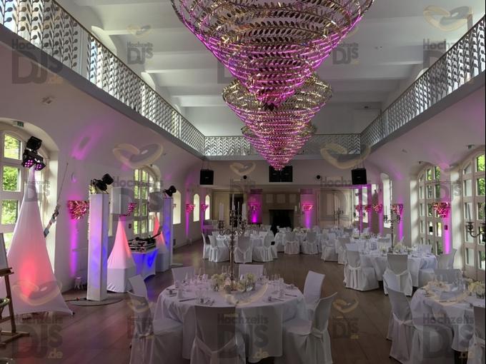 Ambiente bei Tag mit Floorspots und DJ-Paket Superior B in Schloss Gartrop