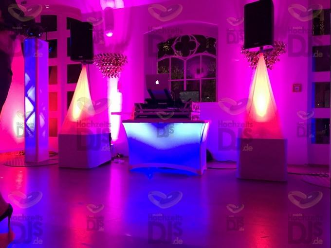 Aufbau DJ-Paket Superior B mit Paket White Wedding in Schloss Gartrop