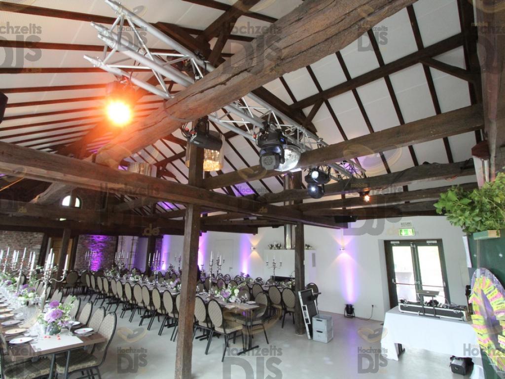 Aufbau der Lichttechnik in Schloss Linnep