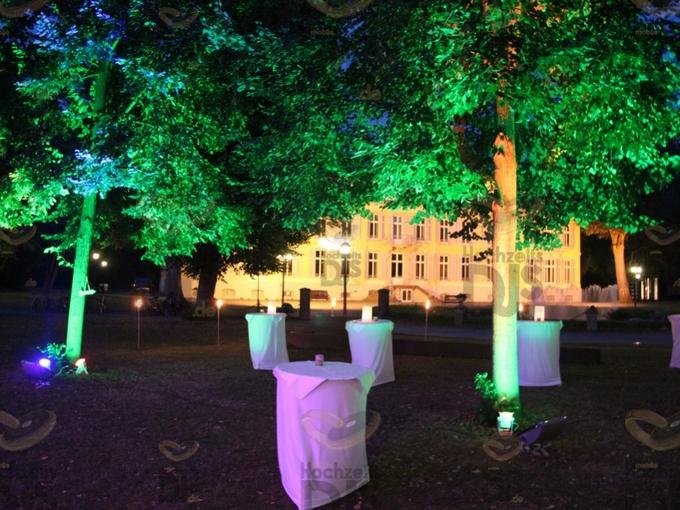 Hof mit HQI Scheinwerfern und Floorspots auf Schloss Morsbroich