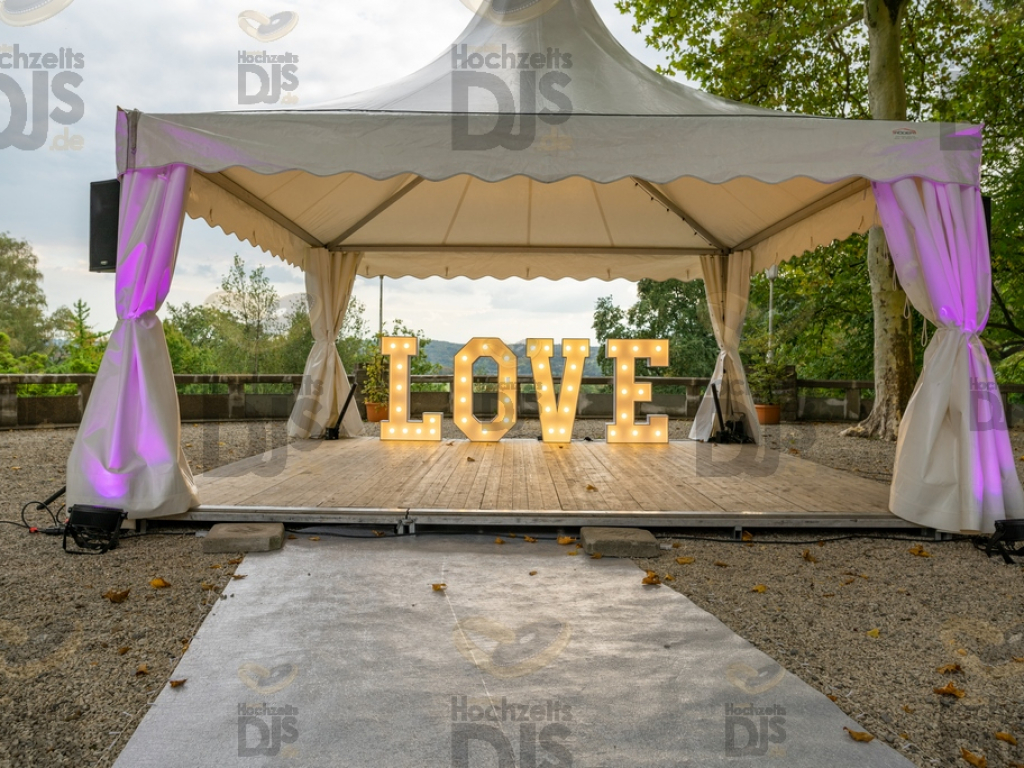 LOVE Buchstaben im Stadtgarten Steele