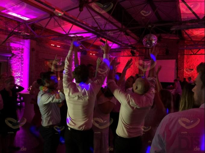Hochzeitsfeier im Tafelsilber