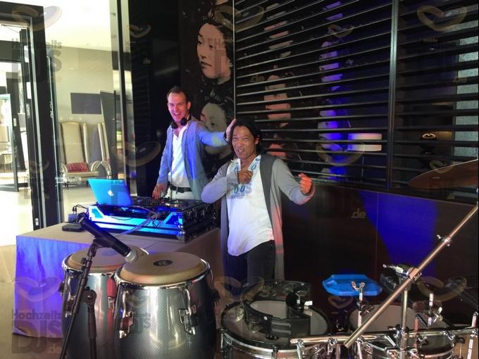 DJ mit Percussionist im Van der Valk Duesseldorf