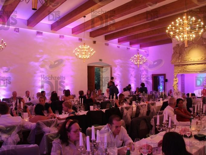 Hochzeitsdinner mit Floorspots im Wasserschloss Lüttinghof