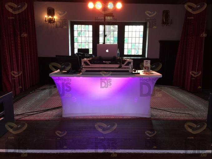 Beleuchteter DJ Tisch im Wasserschloss Wittringen
