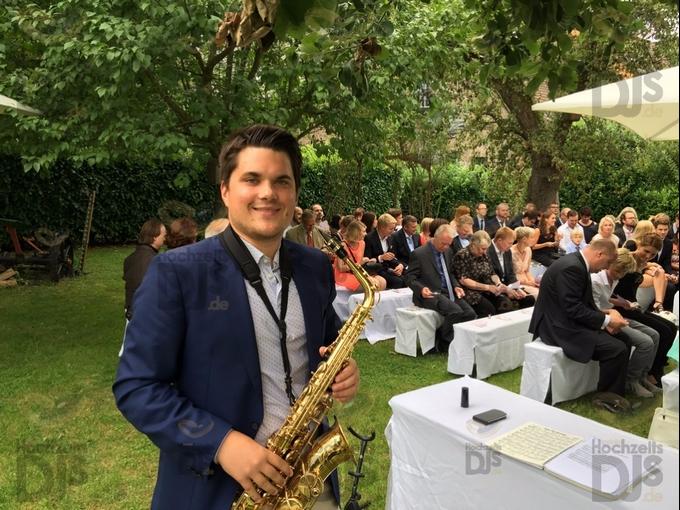 Saxophonist bei der freien Trauung im Kastanienhof Köln