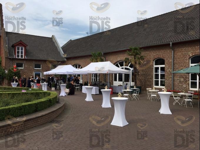 Hof der Burg Heimerzheim