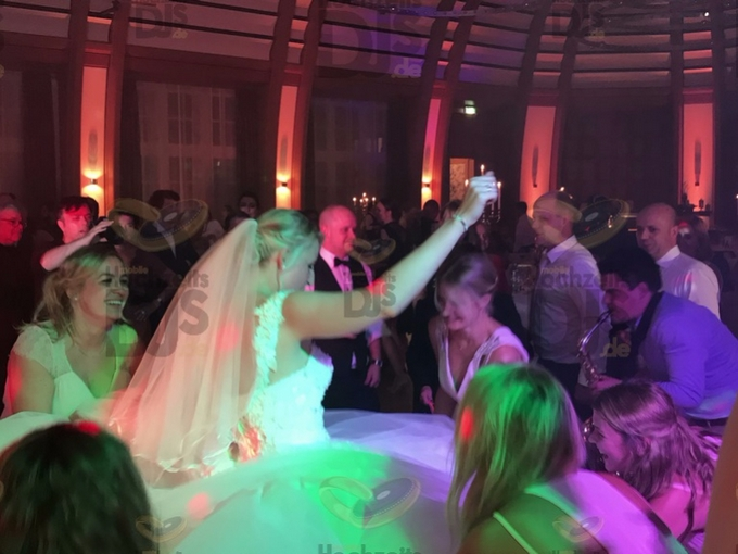 Saxophonist auf Hochzeitsfeier im Bayer Kasino