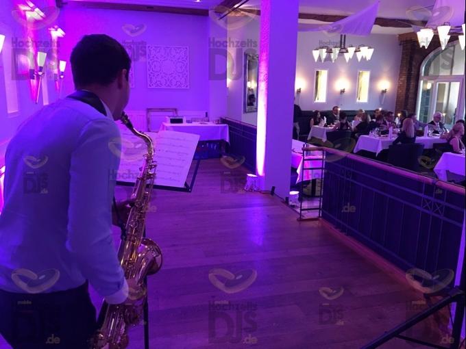 Saxophonist zum Essen in Gut Dyckhof