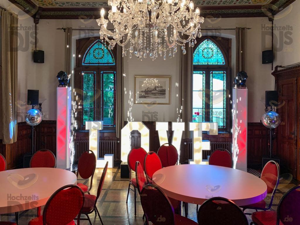 LOVE Buchstaben in der Marienburg Monheim
