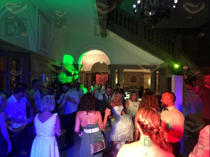 feiernde Gäste in Schloss Garath Düsseldorf
