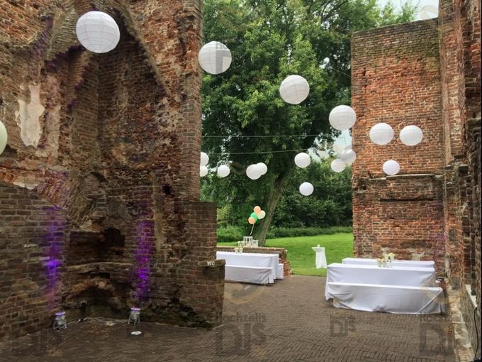 Lampions mit Floorspots in Schloss Hertefeld Weeze