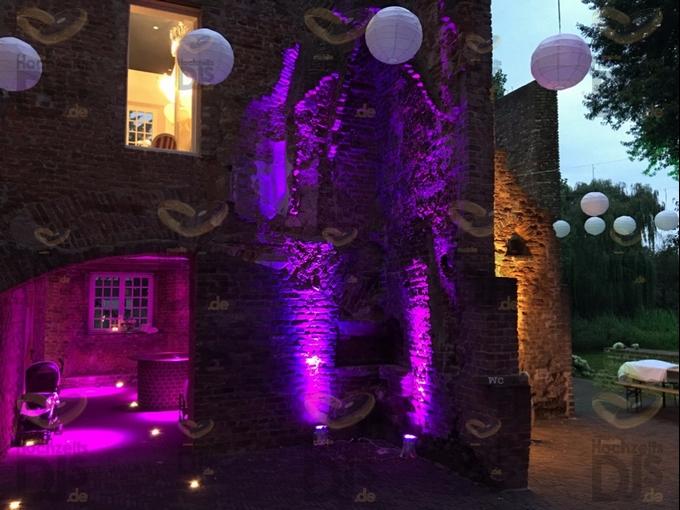 Ambiente bei Nacht mit Floorspots in Schloss Hertefeld Weeze