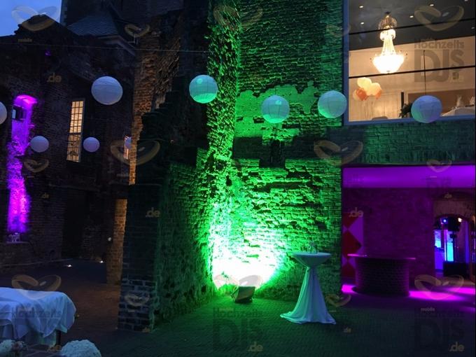 Ambiente mit HQI Scheinwerfer in Schloss Hertefeld Weeze