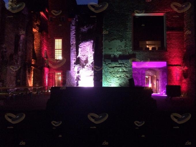stimmungsvolle Aussenbeleuchtung in Schloss Hertefeld Weeze
